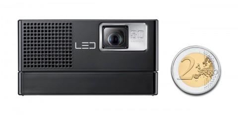 Pico-Beamer Samsung SP-H03 im Größenvergleich