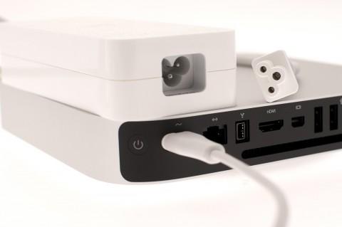 Das Netzteil und der Kleeblattstecker sind beim neuen Mac Mini verschwunden.