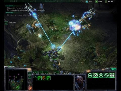 Auf einem Dschungelplaneten kämpft der Spieler gegen Protoss.