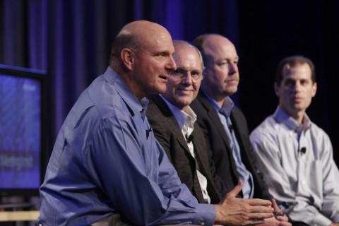 Microsoft-CEO Steve Ballmer auf dem Microsoft Financial Analyst Meeting (FAM), daneben seine Kollegen Craig Mundie, Kevin Turner und Peter Klein (Foto: Microsoft)