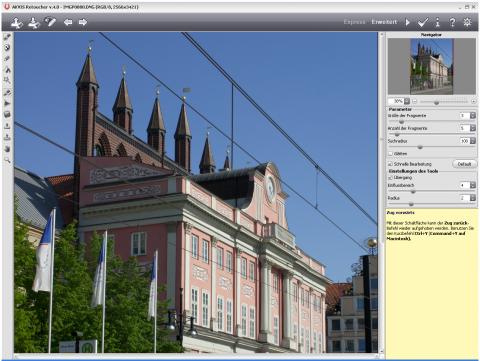 Vor der Bearbeitung: störende Oberleitungen (Rostock Rathaus)