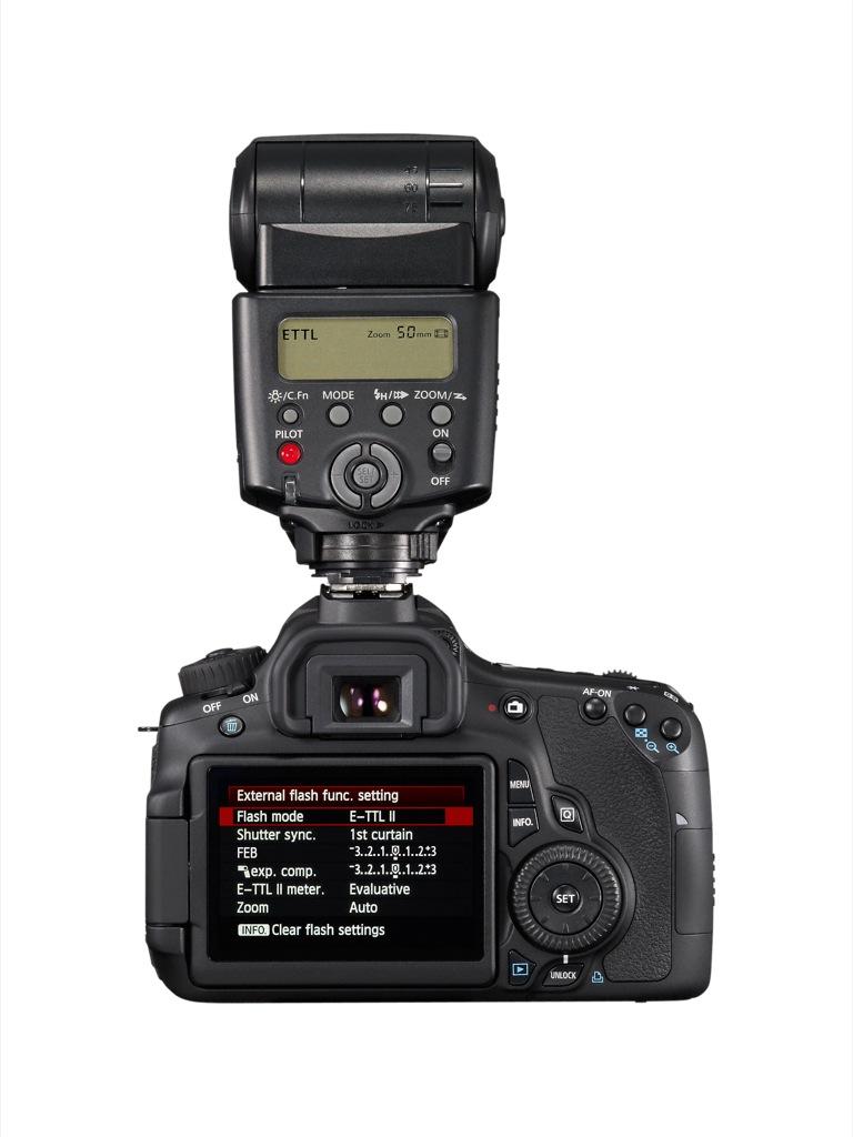 Canon: EOS 60D mit Schwenkdisplay und Full-HD-Videoaufzeichnung - Canon EOS 60D mit aufgesetztem Blitz