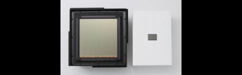 Canons Riesen-CMOS-Sensor links, Vollformatsensor (35 mm) rechts