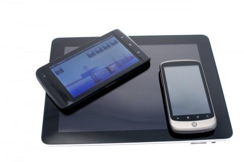 Dell Streak, Googles Nexus One und das iPad. Das Streak ist als Tablet für unterwegs schön klein, aber als Telefon etwas klobig.