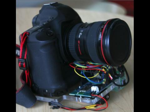 Canon 1Ds Mark III mit Sensorerweiterung zur Entwackelung (Foto: Microsoft Research)