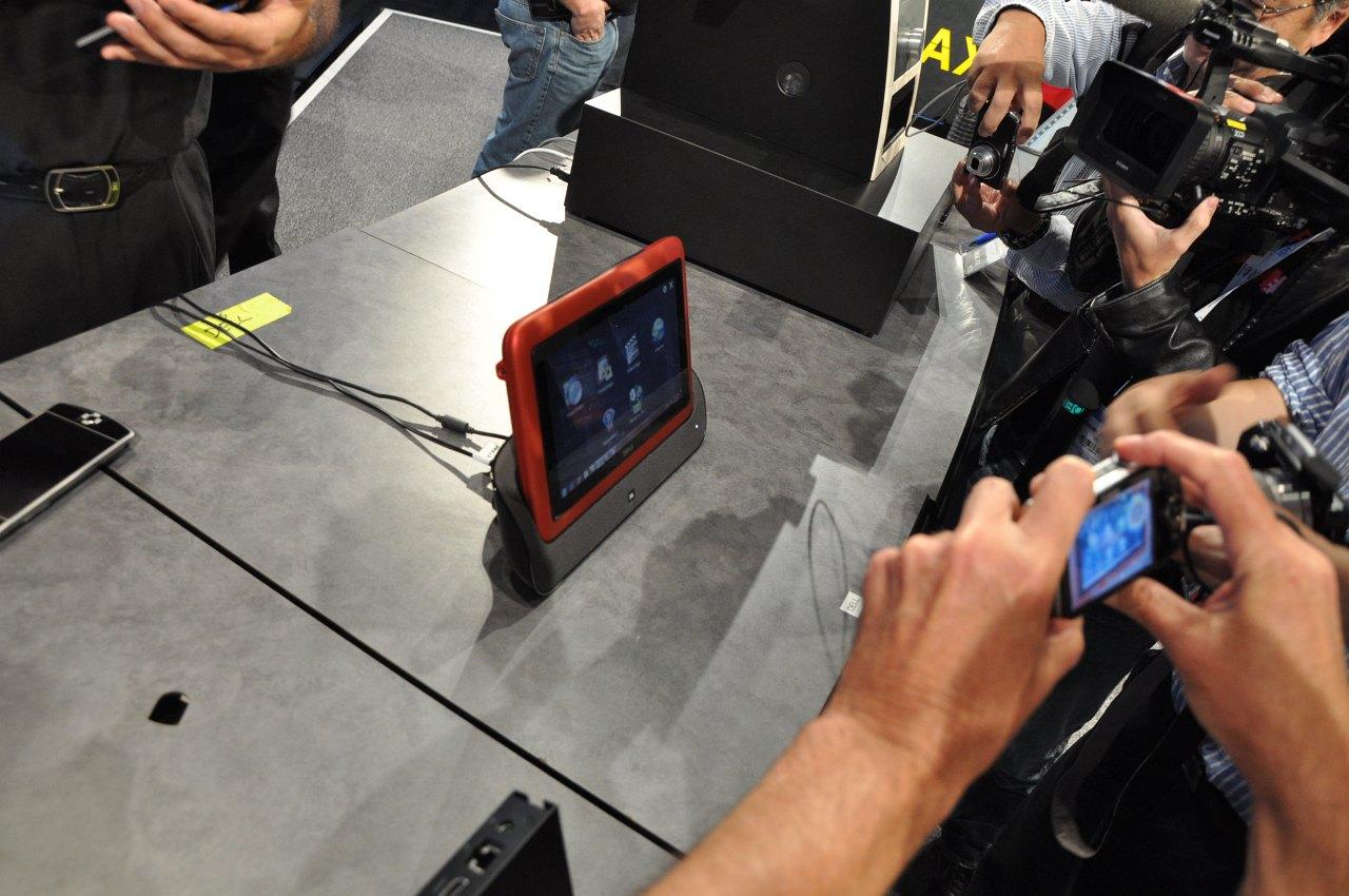 Inspiron Duo: Dells Tablet versteckt elegant seine Tastatur - Dells Inspiron Duo ist ein Convertible-Tablet, ...