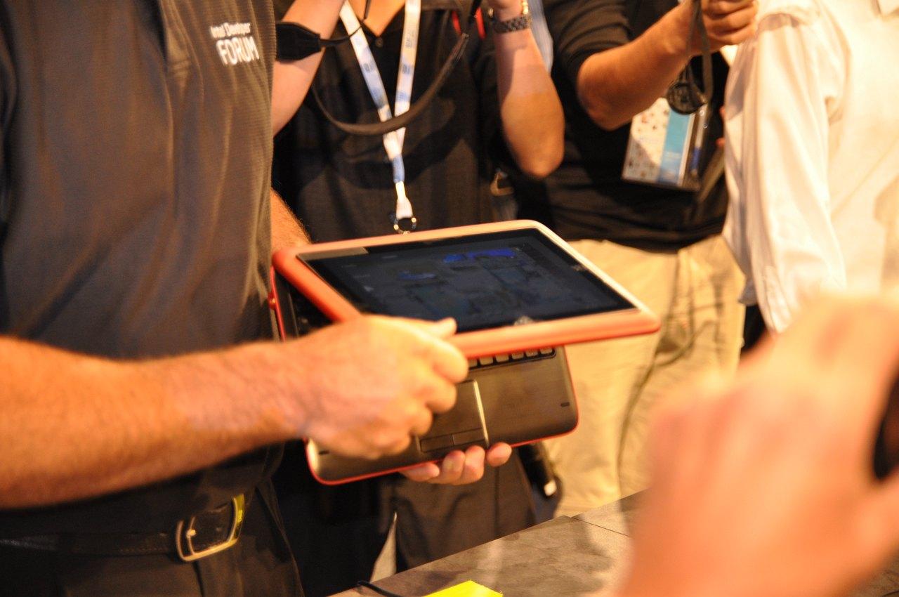 Inspiron Duo: Dells Tablet versteckt elegant seine Tastatur - Insprion Duo