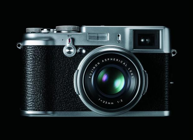 Die Finepix X100 verfügt über einen APS-C-Sensor... (Foto: Fujifilm)