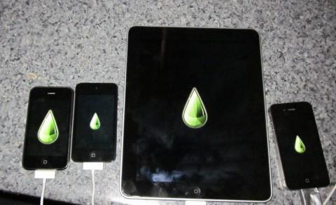 Limetime: Entwickler Geohot hat seine iOS-Geräte fotografiert, die er mit Limera1n geknackt hat.