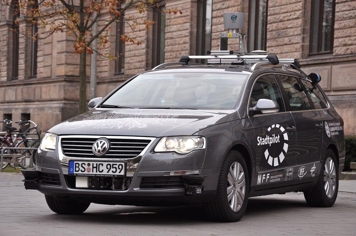 Autonomes Fahren: Roboterautos kurven durch Niedersachsen und Kalifornien - Der robotische Passat Leonie aus Braunschweig (Foto: TU Braunschweig)