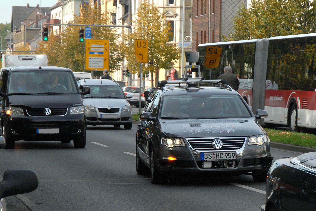 Autonomes Fahren: Roboterautos kurven durch Niedersachsen und Kalifornien -