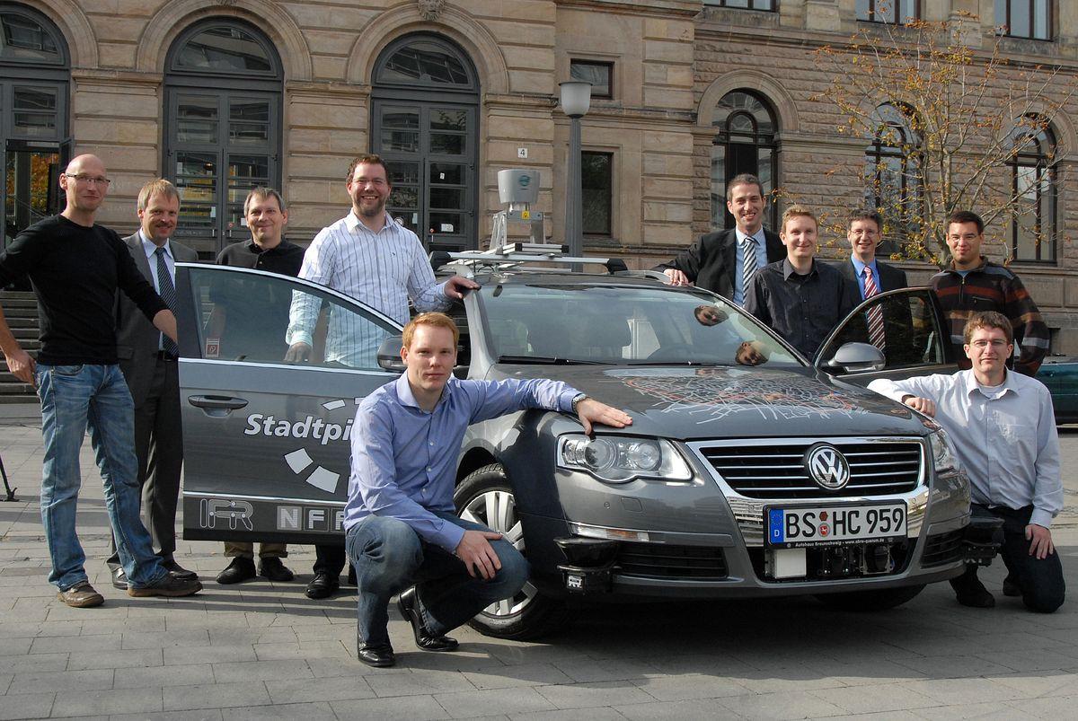 Autonomes Fahren: Roboterautos kurven durch Niedersachsen und Kalifornien - Das Entwicklerteam (Foto: TU Braunschweig)