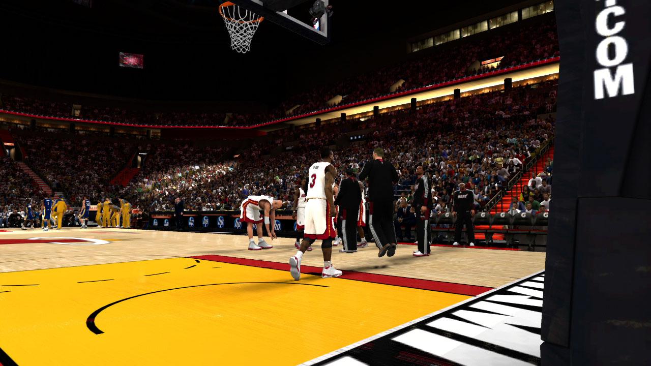 Spieletest NBA 2K11: Eine Zeitreise mit Jordan und Magic - Die Miami Heat bereiten sich auf das Spiel gegen die Pacers aus Indiana vor.