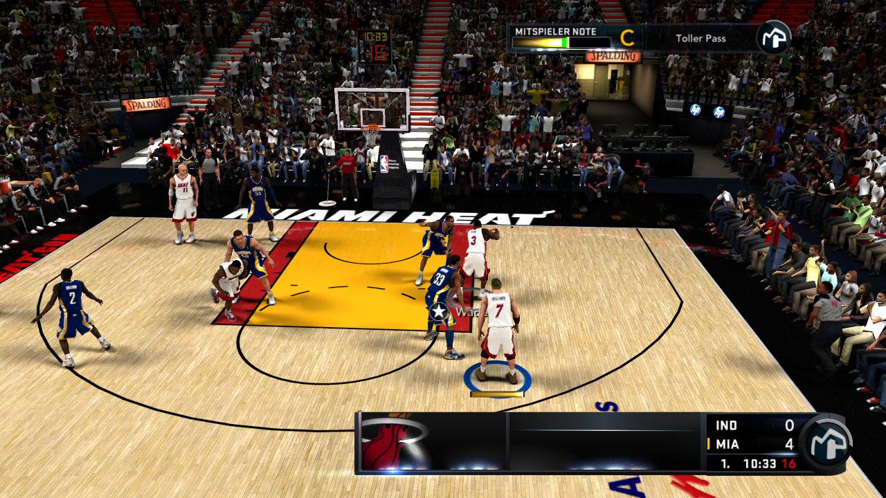 Spieletest NBA 2K11: Eine Zeitreise mit Jordan und Magic - Ein Guter Pass bringt bessere Noten bei der Spieler-Bewertung (oben rechts).