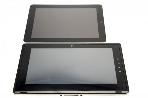 Größenvergleich: oben iPad, unten Toshiba Folio 100