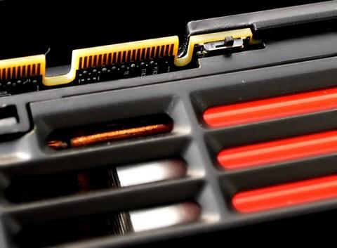 Dieser kleine Schalter wechselt zwischen zwei BIOS-Versionen.