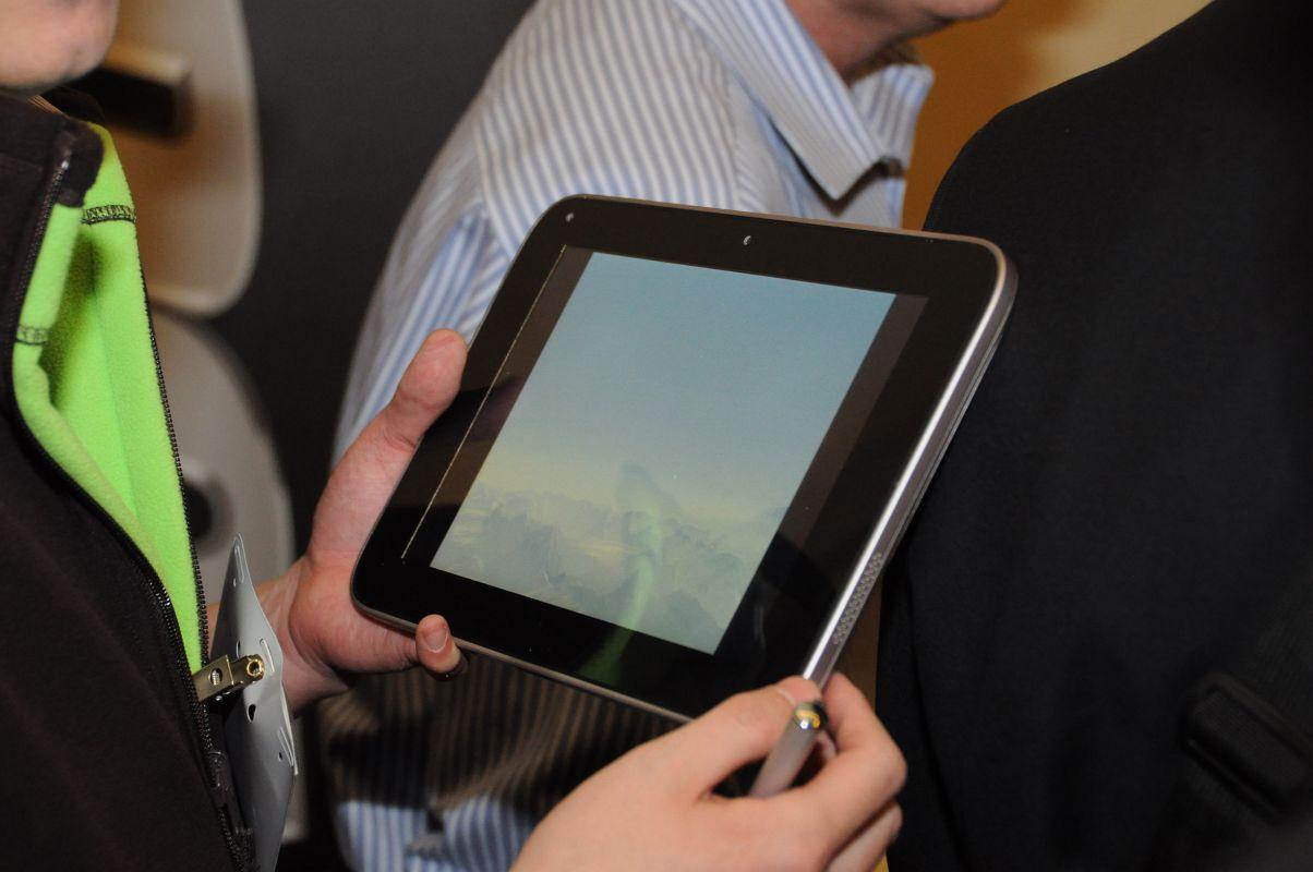 10-Zoll-Tablet: Lenovo zeigt Oak-Trail-Prototyp - Blickwinkelstabil und hell, ...