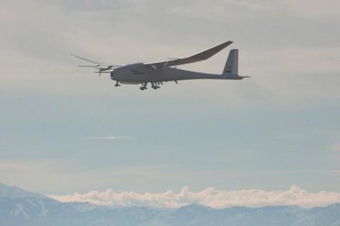 Die Drohne Global Observer beim Testflug (Foto: Aerovironment)