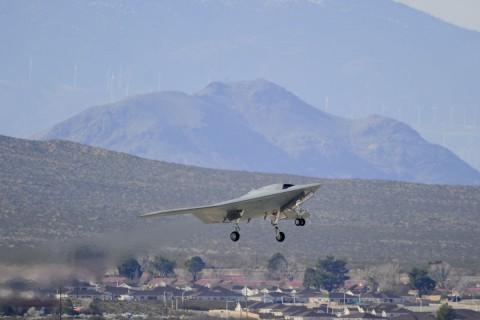 Die Drohne Northrop Grumman X-47B beim Start (Foto: Northrop Grumman)