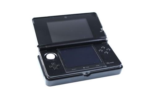 Angedockt ist der 3DS immer mit Strom versorgt. So können auch längere Filme in 3D angesehen werden. (Foto: mw)