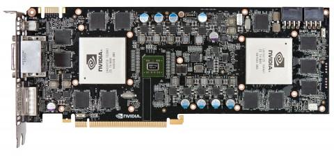 Der NF200-Chip in der Mitte verbindet die beiden GPUs.