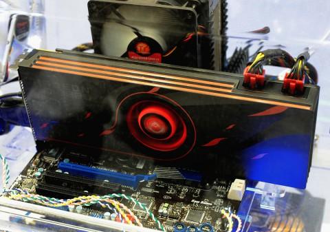 MSIs Radeon 6990 im Referenzdesign