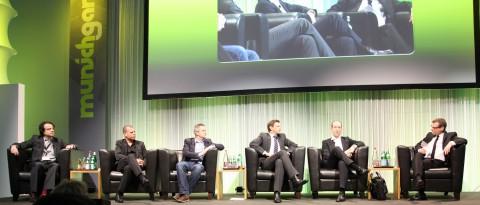Andre Sonder, IGA; Heiko Huberts, Bigpoint; Carsten van Husen, Gameforge; Oliver Kaltner, Microsoft; Olaf Coenen, EA; Moderaton: Christian Stücker, Spiegel (v.l.n.r.)