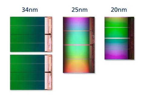 Links zwei NAND-Flash-Dies mit jeweils 32 GBit in 34-Nanometer-Technik. In der Mitte ein 64-GBit-Die in 25-Nanometer-Technik und rechts ein 64-GBit-Die in 20-Nanometer-Technik