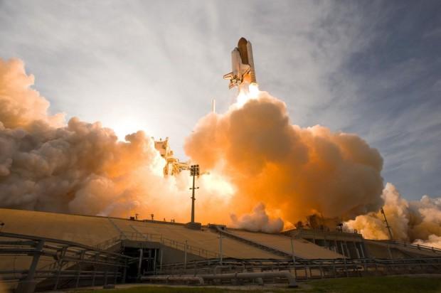 Endeavour kurz nach dem Start zu einer früheren Mission (Foto: Nasa)