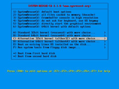 Der Startbildschirm der SystemrescueCD mit der Auswahl verschiedener Kernel