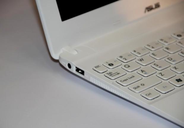 Auch das Netbook Eee PC X101 ist sehr flach. (Bild: Johannes Knapp)
