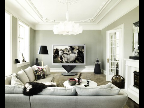 bang olufsen 3d fernseher mit motorhalterung und zwei metern diagonale. Black Bedroom Furniture Sets. Home Design Ideas