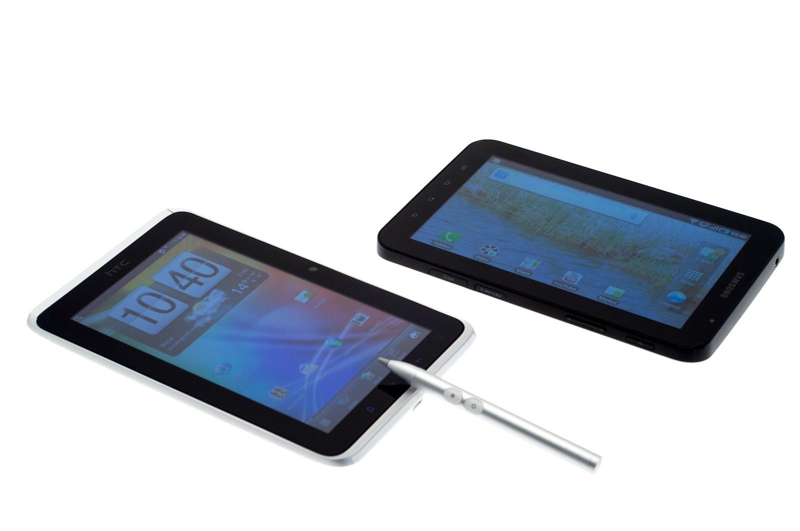 HTC Flyer im Test: Gelungenes Android-Tablet mit eigener Handschrift - ... und rechts Samsungs Galaxy Tab, eines der wenigen guten 7-Zoll-Tablets des vergangenen Jahres