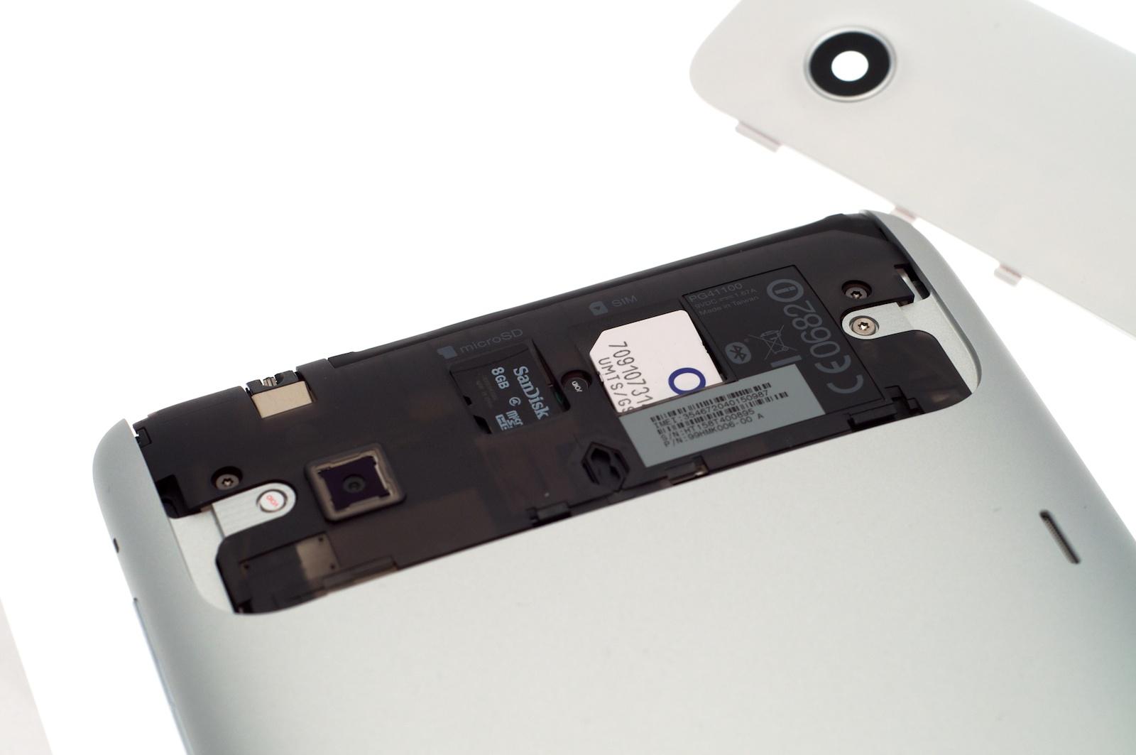 HTC Flyer im Test: Gelungenes Android-Tablet mit eigener Handschrift - Zur Verdeutlichung sind die beiden Karten hier ein wenig herausgezogen worden.