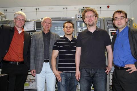Das Team des KIT rund um Professor Leuthold (Bild: KIT, Gabi Zachmann)