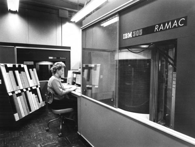 RAMAC (Random Access Method of Accounting and Control): die erste magnetische Festplatte 1956