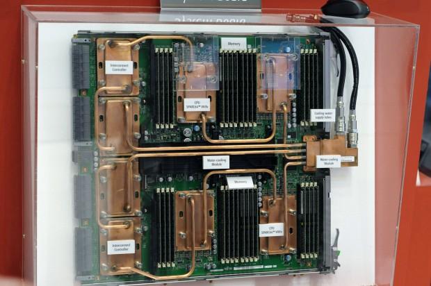 Ein Board des K-Computers misst nur eine Höheneinheit ...  (Bild: Andreas Sebayang)