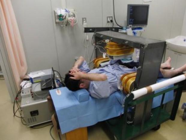Kontrolle und Steuerung des Kapselendoskops (Bild: Osaka Medical College)