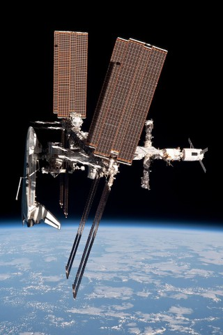 Das Spaceshuttle Endeavour an der Internationalen Raumstation (ISS) (Foto: Nasa)