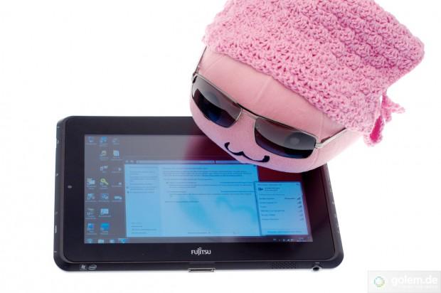Fujitsus Stylistic Q550 bietet einen matten Bildschirm, der zudem sehr hell sein kann. (Bilder: Andreas Sebayang)
