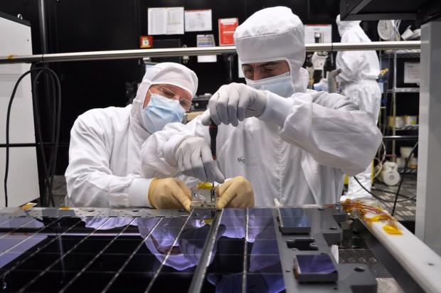 Montage der laut Esa größten Digitalkamera für eine Raumfahrtmission (Foto: Esa)