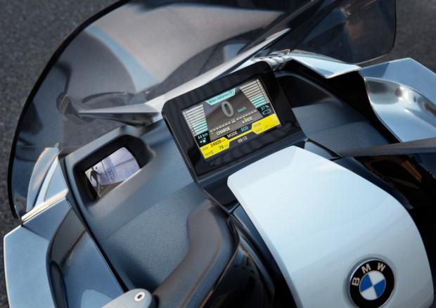 Anstelle von Rückspiegeln sind Kameras und Bildschirme integriert. (Bild: BMW)