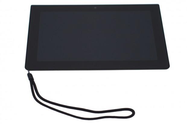 Sonys Tablet S kommt mit einer Trageschlaufe. (Bilder: Andreas Sebayang)