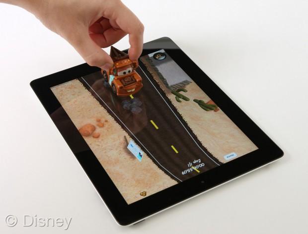 Disneys Cars 2 Appmates - Spielzeugautos dienen als Controller. (Bild: Disney)