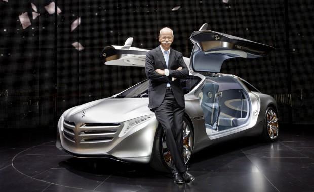 Daimler-Chef Dieter Zetsche mit dem Mercedes-Forschungsauto F125 (Bild: Daimler/Mercedes)