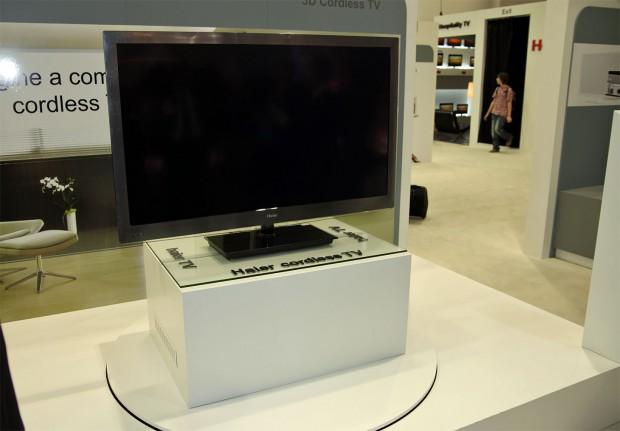Haier Cordless TV - auch der Strom wird ohne Kabel übertragen. (Bild: Christian Klaß)