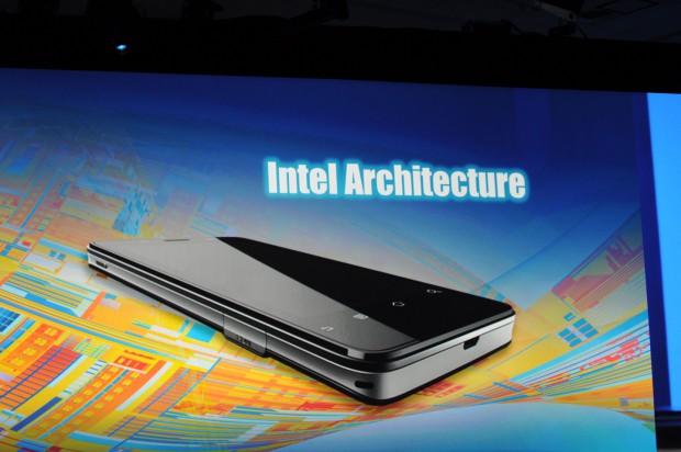 Intels Android-Smartphone auf Atom-CPU-Basis (Bild: Nico Ernst/Golem.de)