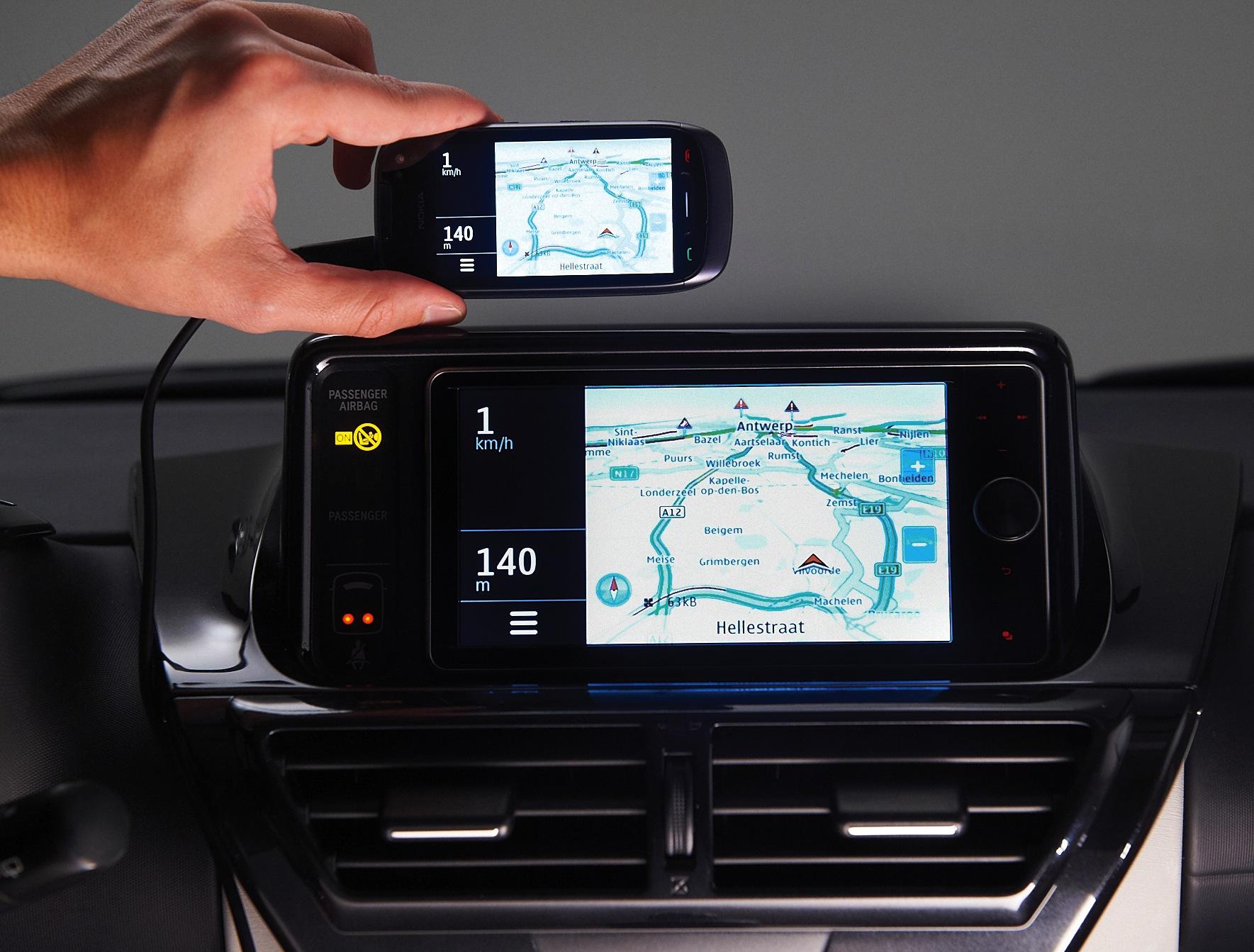 Toyota: Autodisplay spiegelt Handybildschirm - Toyota Touch Life (Bild: Toyota)