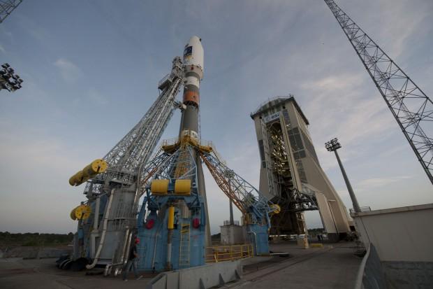 Die Sojus-Trägerrakete auf dem Startplatz (Foto: S. Corvaja/Esa)