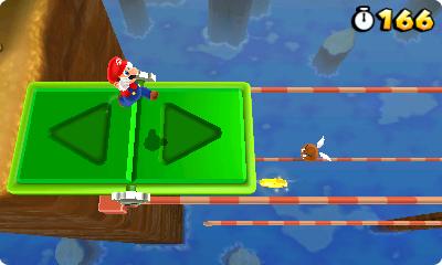 Test Super Mario 3D Land: Kreatives Retrofeuerwerk mit Waschbär-Mario - Diese Plattform bewegt sich immer in die Richtung, auf der Mario steht.